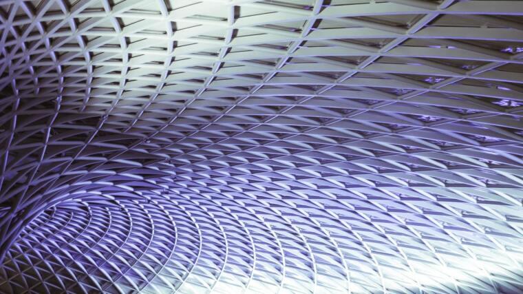 DiLe. Violette, geometrische Struktur.